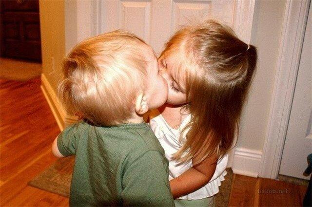 Во сколько лет можно целоваться?