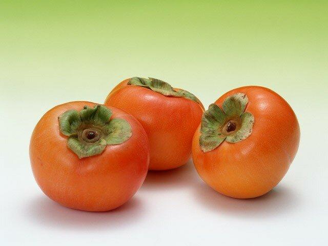 Чем полезна хурма и какая ее калорийность?