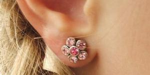 Как проколоть ухо (уши) в домашних условиях?